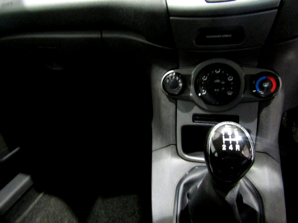 FORD 1.4 AMBIENTE 5 Dr Pinetown 14325717