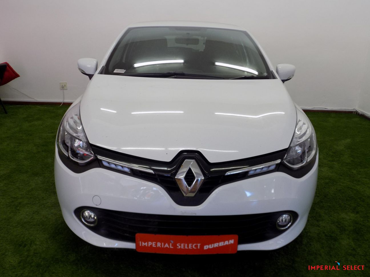 2017 renault clio 4 0 9 turbo expression at imperial select durban. Black Bedroom Furniture Sets. Home Design Ideas