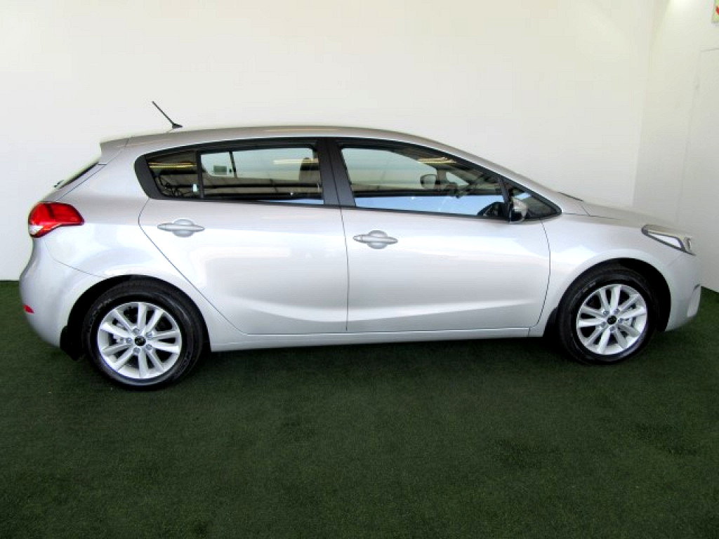 2017 KIA CERATO 2.0 EX 5‑DOOR MANUAL HATCH