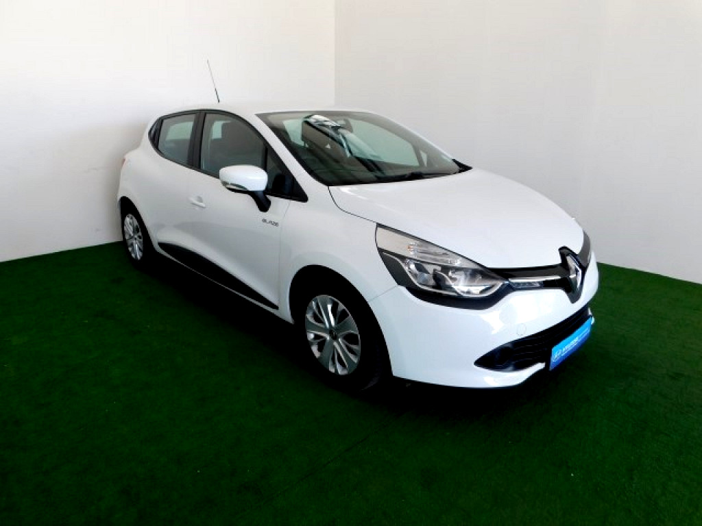 2016 renault clio 4 0 8 blaze limited edition turbo at imperial select nelspruit mbombela. Black Bedroom Furniture Sets. Home Design Ideas