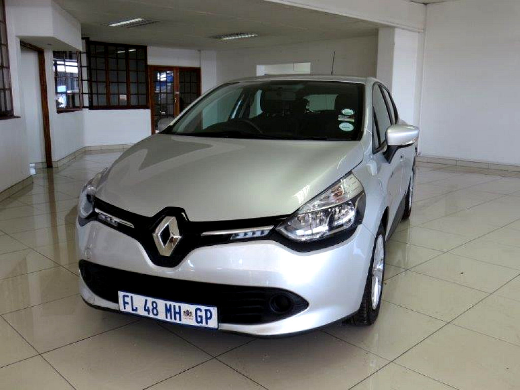2016 renault clio 4 0 8 blaze limited edition turbo at imperial select vereeniging. Black Bedroom Furniture Sets. Home Design Ideas