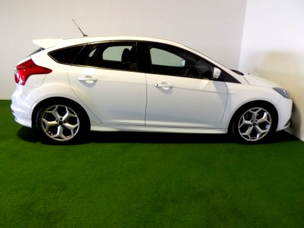 2014 Ford Focus 2.0 GTDi ST1 (5DR)