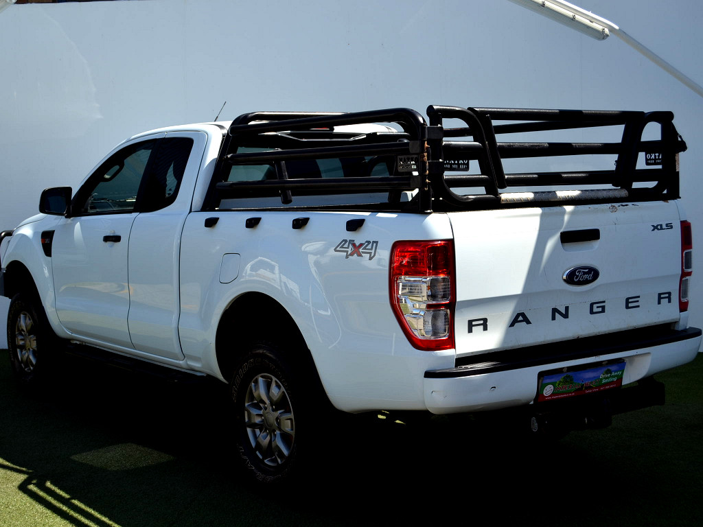 2015 FORD RANGER 3.2TDCI XLS 4X4 AUTO SUP/CAB With 4x Brand New TYRES & Priced to MOVE @ R 289 900!!!