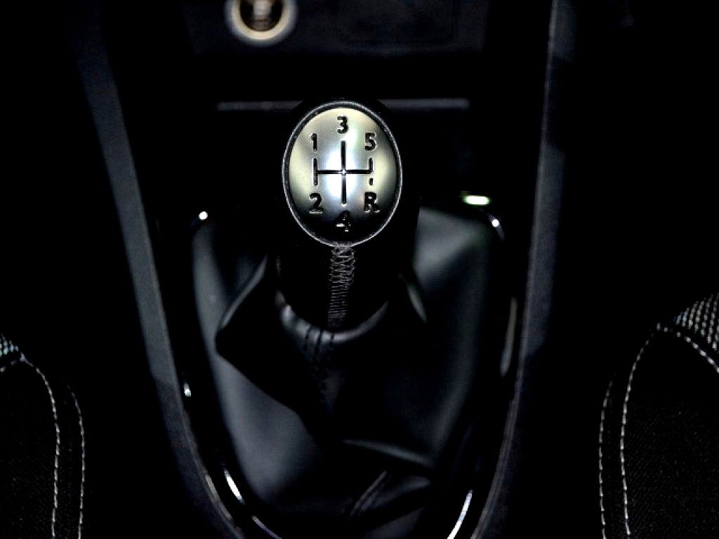 2016 Clio 4 66KW Turbo Blaze Ltd Ed