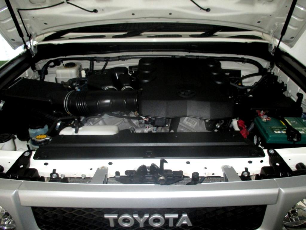 2011 TOYOTA FJ CRUISER 4.0P V6 4X4 5A 10W