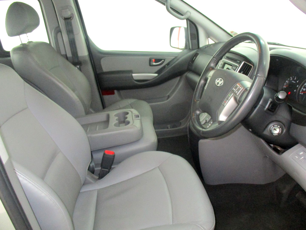 2017 H1 2.5 VGT 9 SEATER BUS A/T