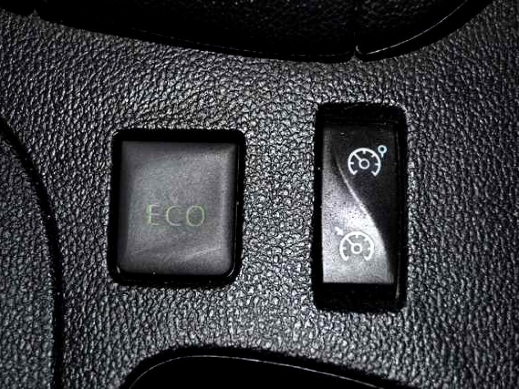 2017 Clio 4 900Turbo Blaze Ltd Ed. 5DR