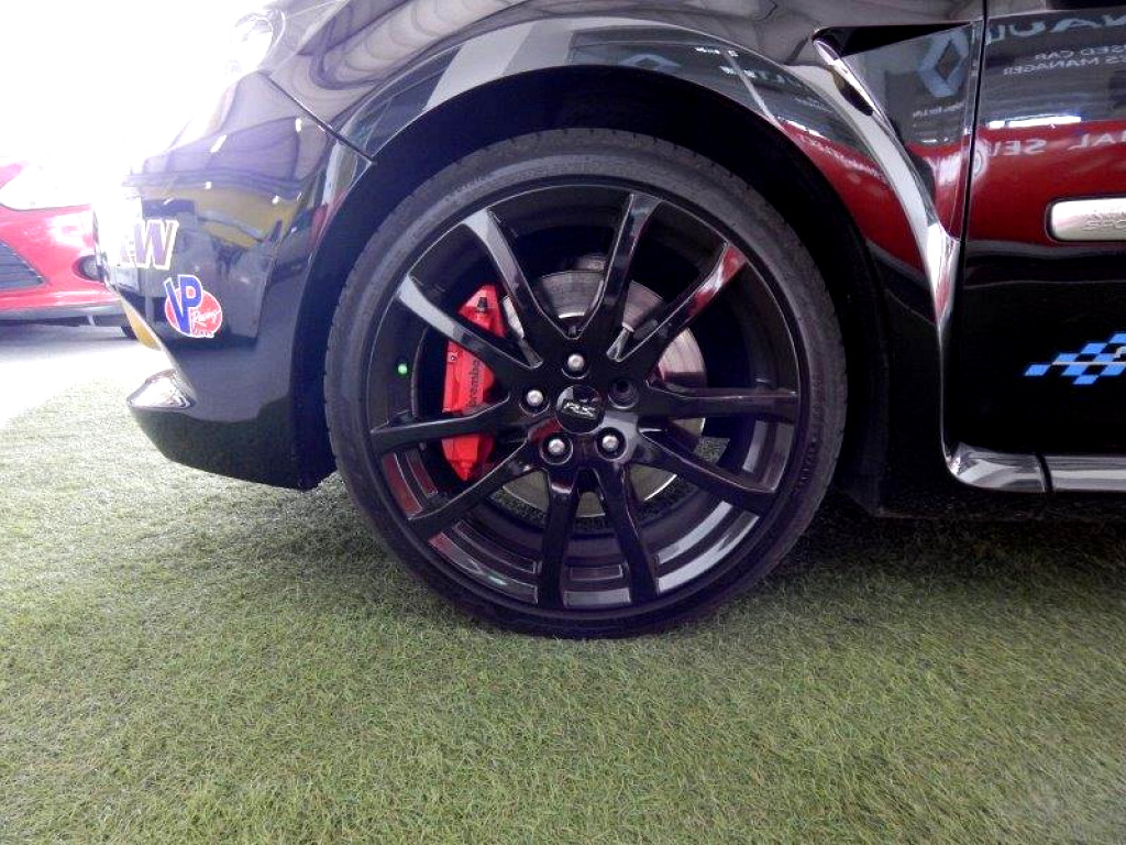 renault clio clio iii  sport red bull ed dr  imperial select renault pinetown