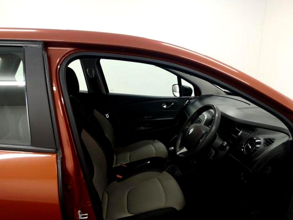2017 Renault Captur 900t Expression 5dr (66kw)