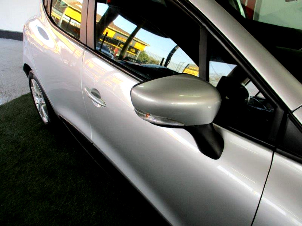 2017 Clio IV 900T  Authentique 5DR